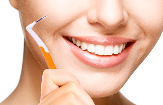 How to use an interdental brush?